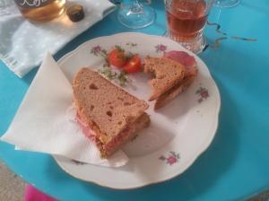 Palette: Pastrami-Sandwich am Vorgartenmarkt